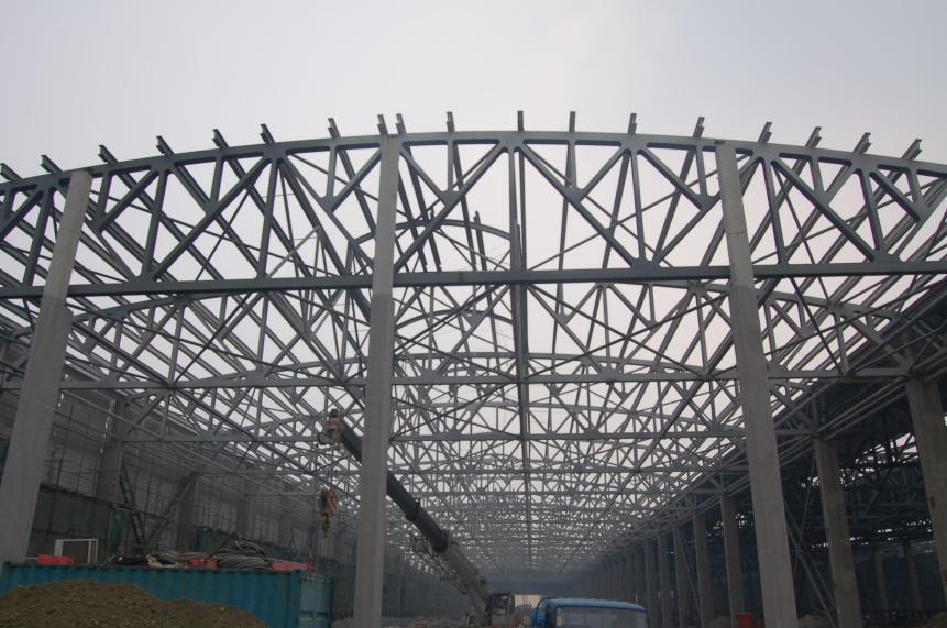 大跨度钢结构屋架整体提升支架选型的研究与应用[j].
