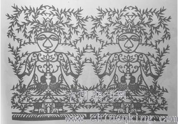 剪纸作品的图形轮廓有自然形,几何形,大量的团花和窗花纹样的外形是