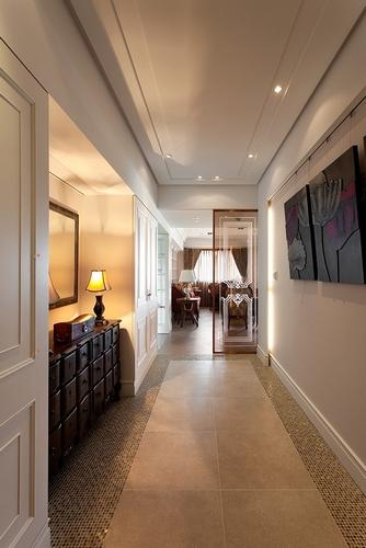 安妮 装修/玄关以复古地砖及马赛克磁砖拼贴出古典风味,英式古典线条的...